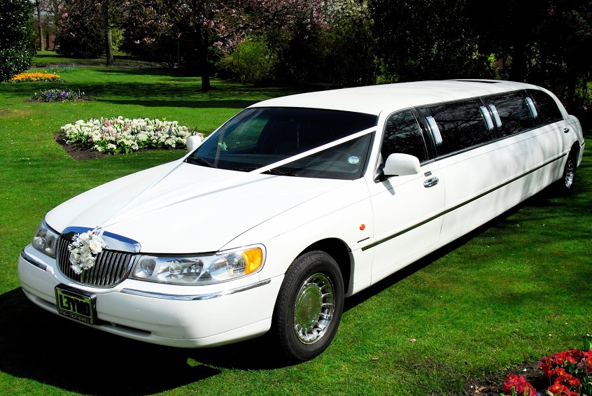 American Lincoln Full Stretch Limousine for wedding hire in Manchester, Bolton, Bury, Salford and Stockport from Wedding Cars Manchester.